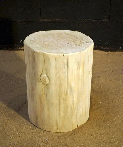 Petit tronc en bois écorcé ou tabouret