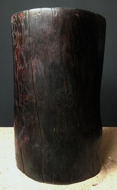 Tabouret bois flotté brulé
