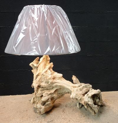 Lampe en bois flotté réf 547