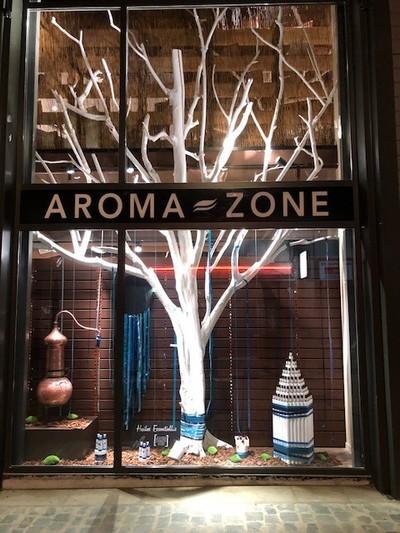 Un arbre en bois flotté peint chez Atoma Zone à Lyon